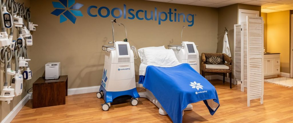 CoolSculpting machine and treatment table
